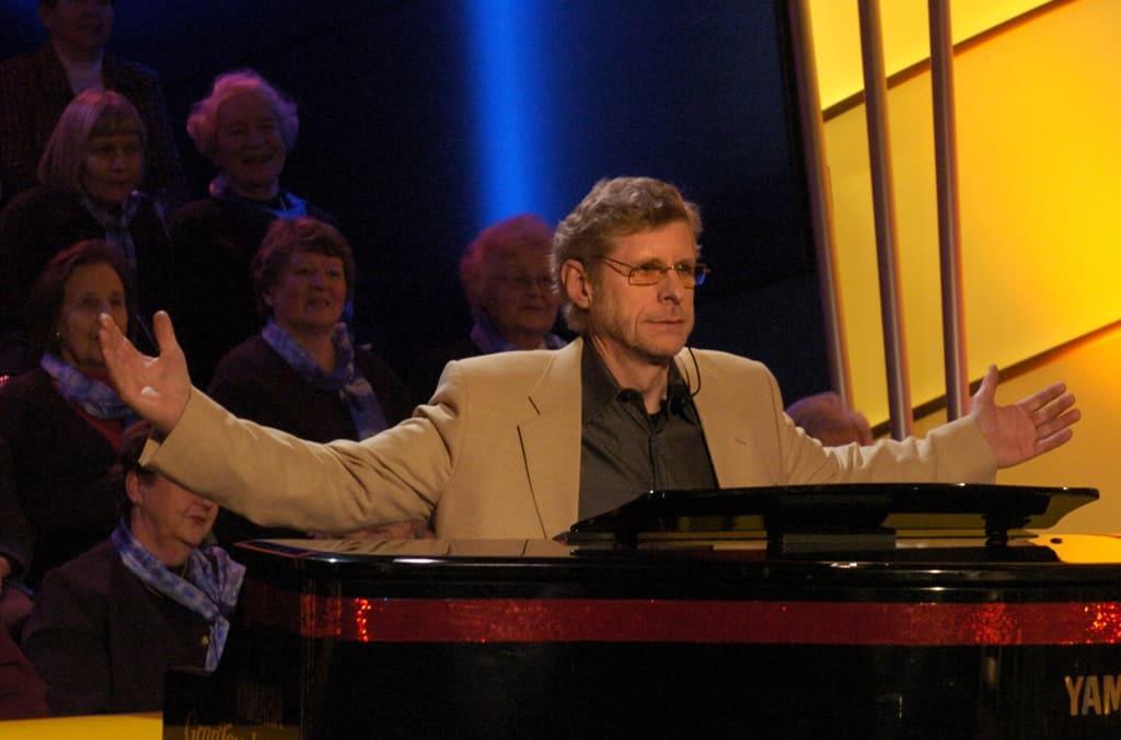 Laulavat tarjoilijat -show Pekka Hovi